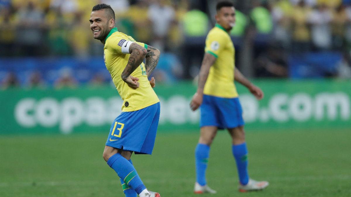 Dani Alves contó su deseo de retirarse en un equipo argentino