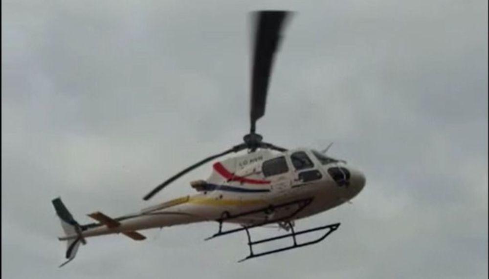 Video: jugaban al fútbol, vino la policía y terminaron a los piedrazos contra el helicóptero