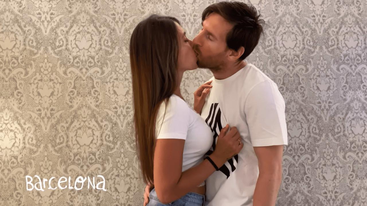Messi y Antonella Rocuzzo, a los besos en el nuevo video de Residente
