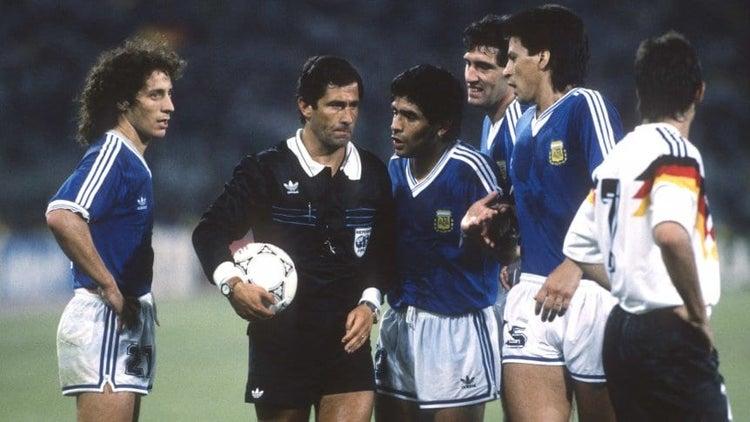 A 30 años de la Final del '90 apareció un polémico video de un penalazo para Argentina