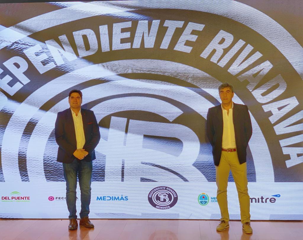 Straccia fue presentado como entrenador de Independiente Rivadavia
