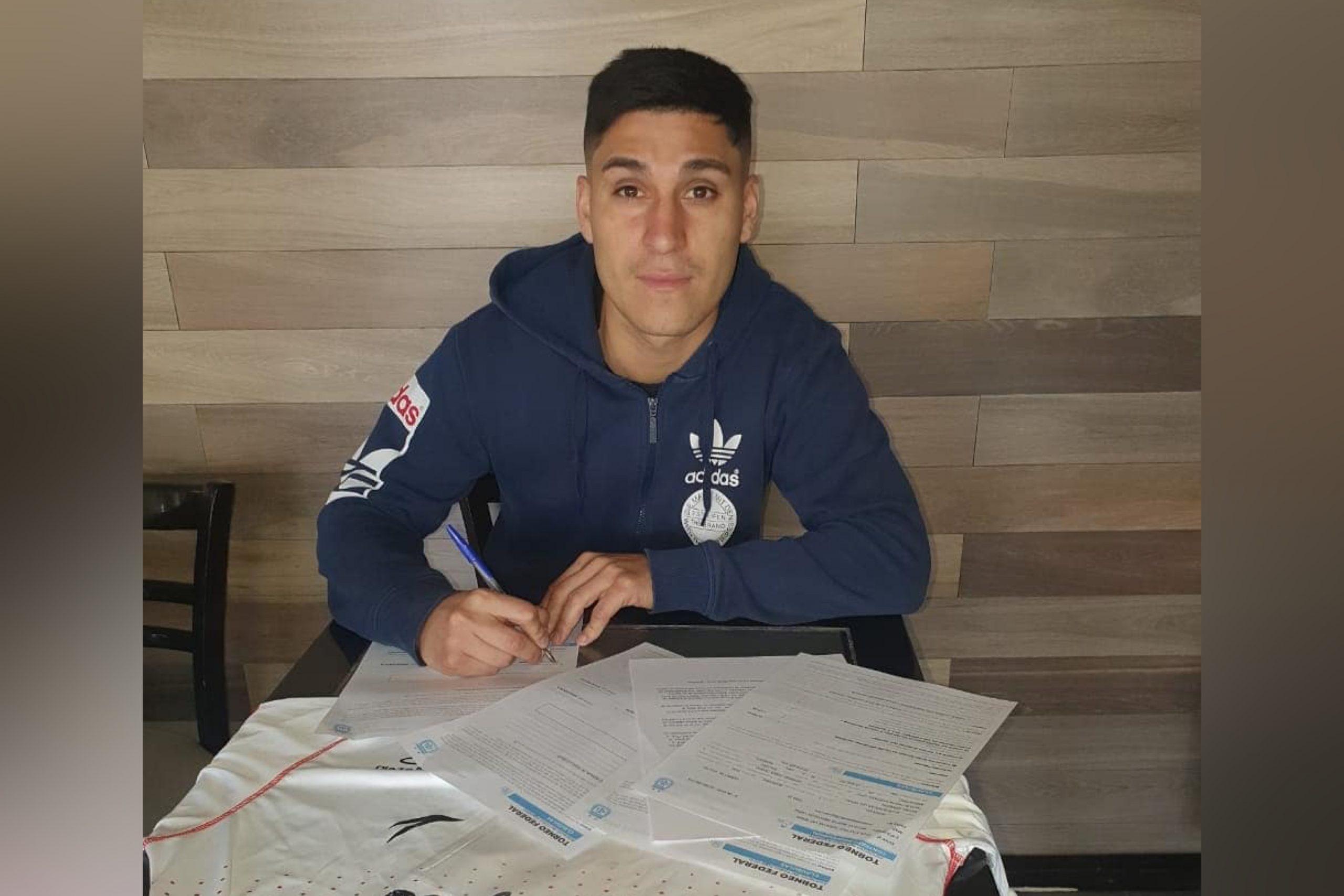 Inostroza firmó y sigue en Huracán Las Heras