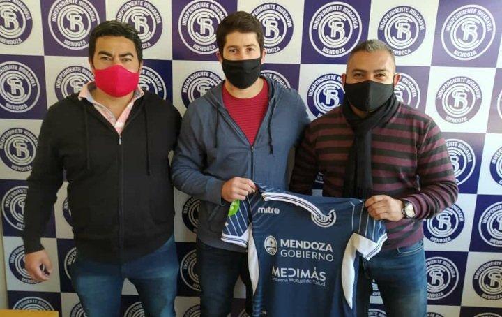 Cristian Aracena firmó y seguirá defendiendo la camiseta de Independiente Rivadavia