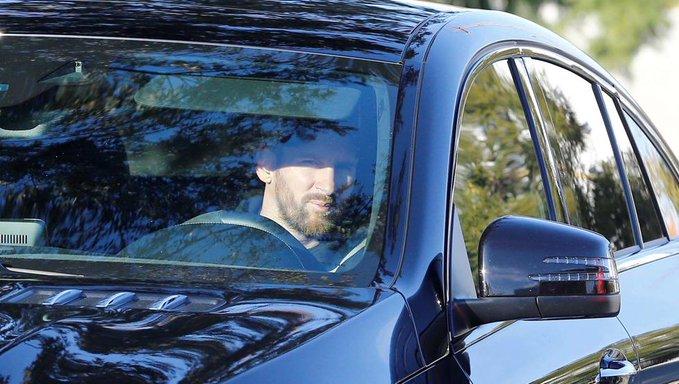 Así fue la llegada de Messi al entrenamiento del Barcelona