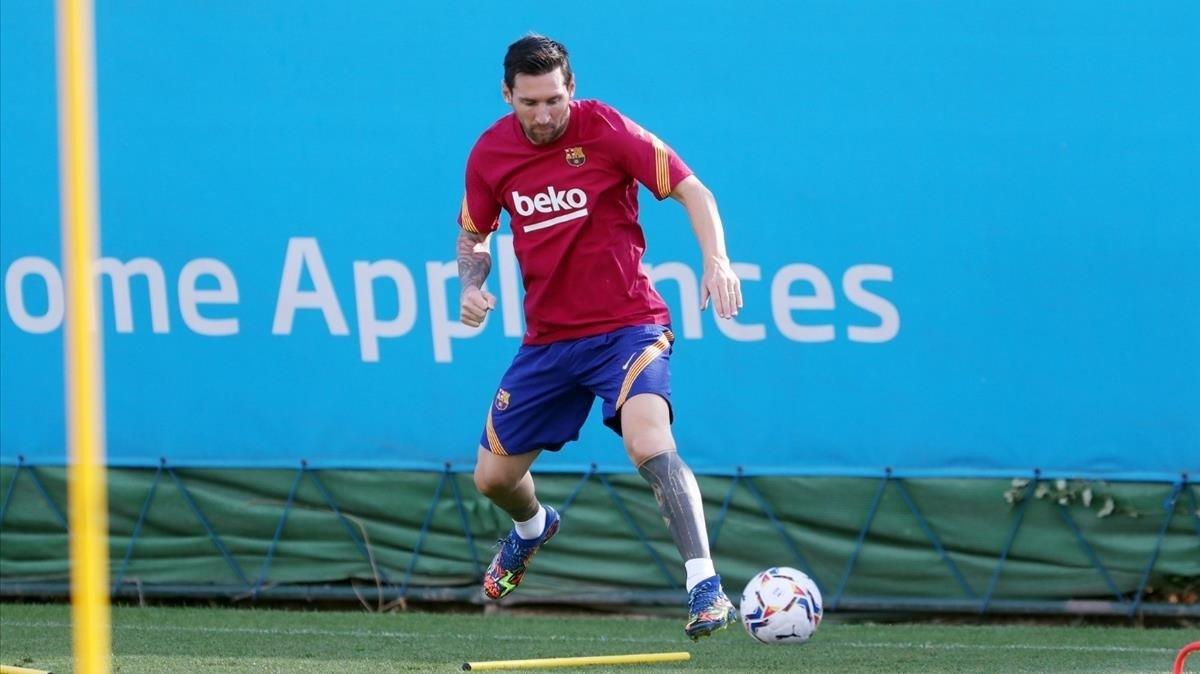 Video: así fue el primer entrenamiento de Messi en Barcelona