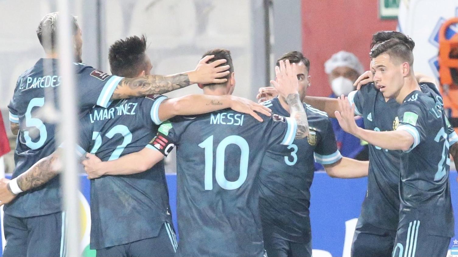 Argentina le ganó 2 a 0 a Perú en Lima