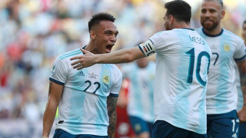 Así forman Argentina y Paraguay en La Bombonera
