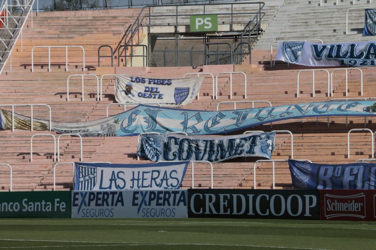 Video: los hinchas de Godoy Cruz alientan al equipo a la distancia