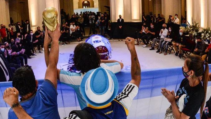 Una multitud despidió a Maradona en la Casa Rosada