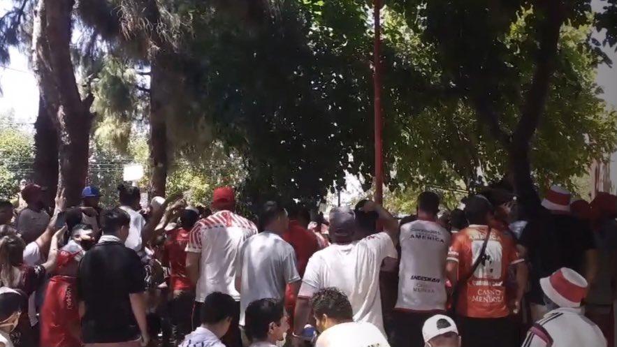 Video: increible banderazo de los hinchas de Huracán Las Heras antes del debut
