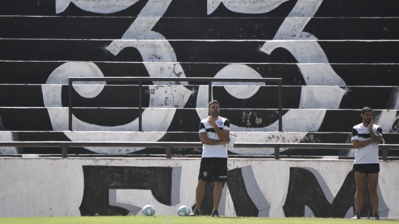 Gimnasia y Esgrima visita a Deportivo Riestra