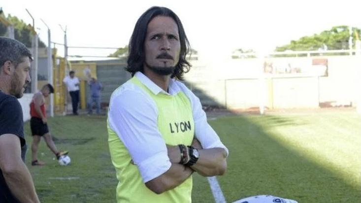 Martín Astudillo dejó de ser el entrenador de Huracán Las Heras