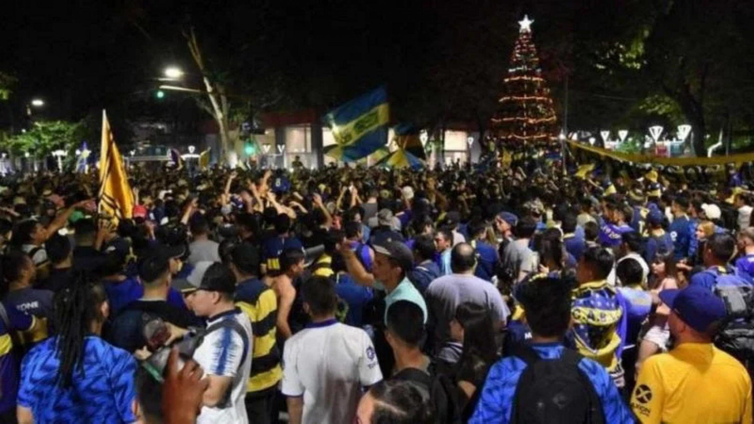 Video: los hinchas de Boca celebraron su día en Mendoza y coparon la Plaza Independencia