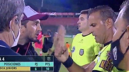 Video: el DT de Lanús explotó de bronca y le dijo de todo al árbitro Penel