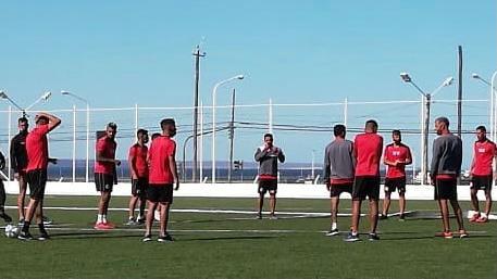 Huracán se entrenó en el Sur con la mirada en Deportivo Madryn