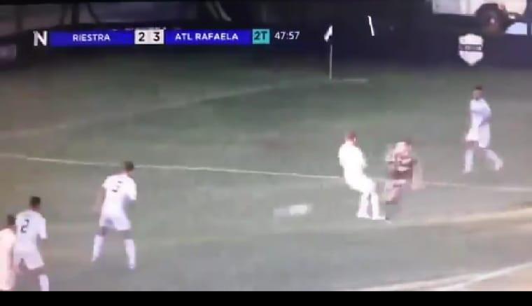 Video: Riestra y una nueva ayuda de los árbitros en la Primera Nacional