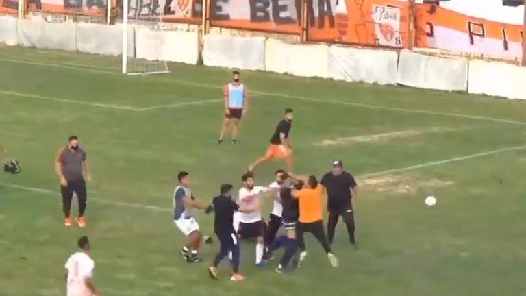 Video: la batalla campal del ascenso argentino que terminó con patadas voladoras