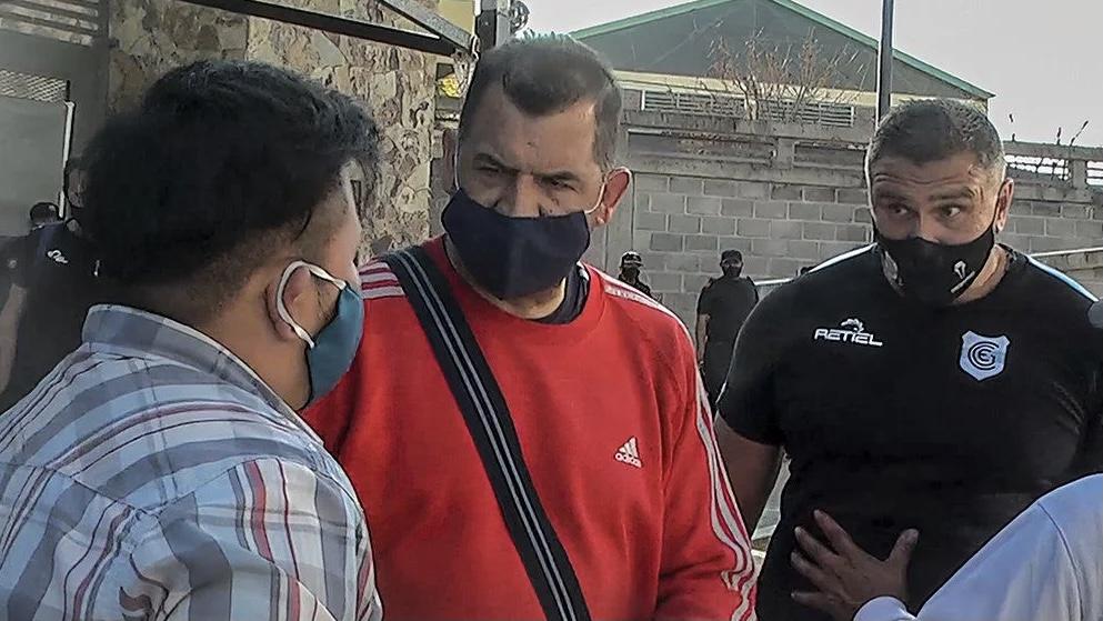 Video: un técnico de la Primera Nacional agredió a un periodista
