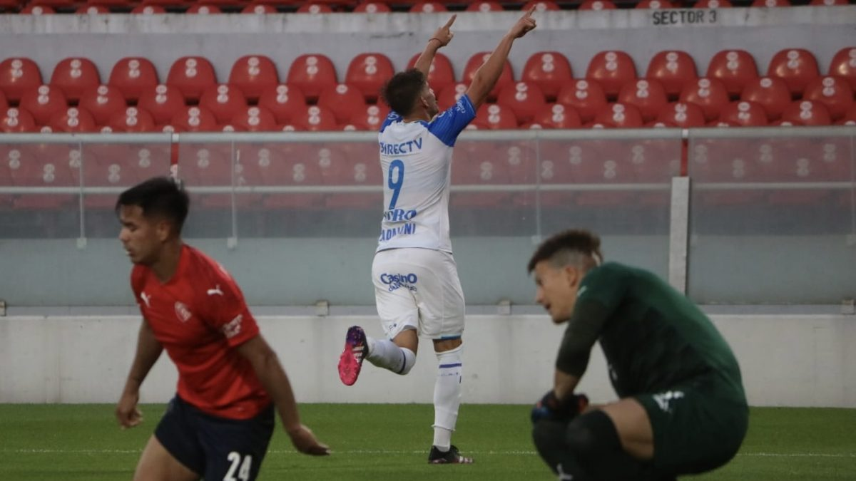 Godoy Cruz goleó 4 a 1 a Independiente en Avellaneda
