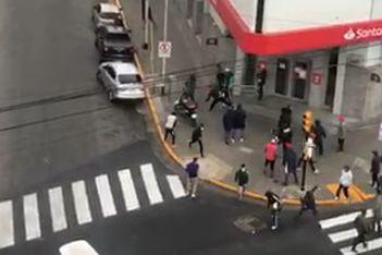 Video: barras de Independiente a los tiros en plena calle