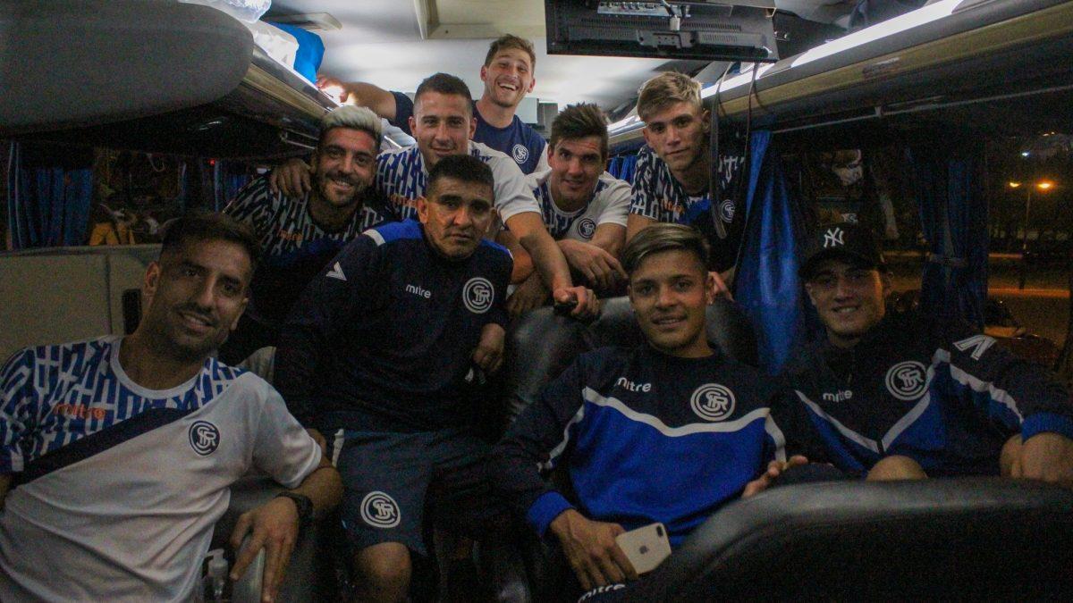 El plantel de Independiente Rivadavia partió rumbo a Jujuy