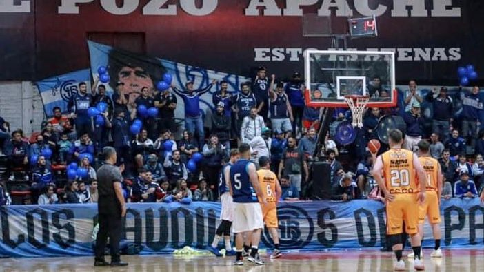 Basquet: la Lepra lanzó su equipo de primera ante una multitud de hinchas