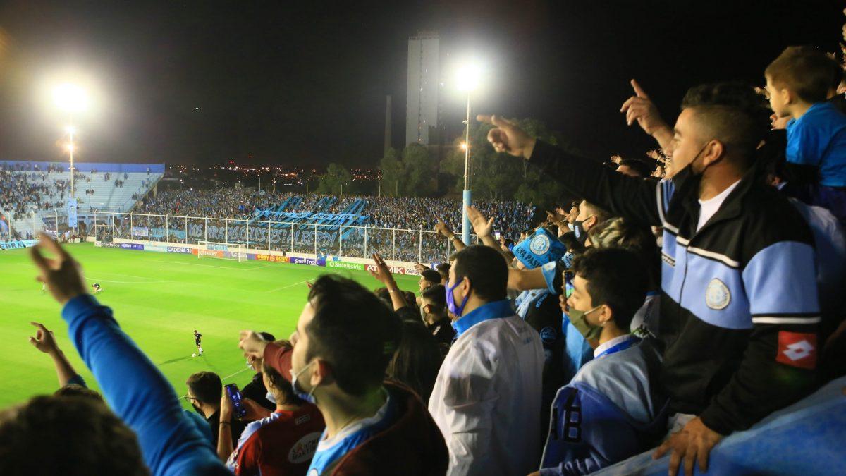 Polémica en Córdoba por la gente que fue a alentar a Belgrano