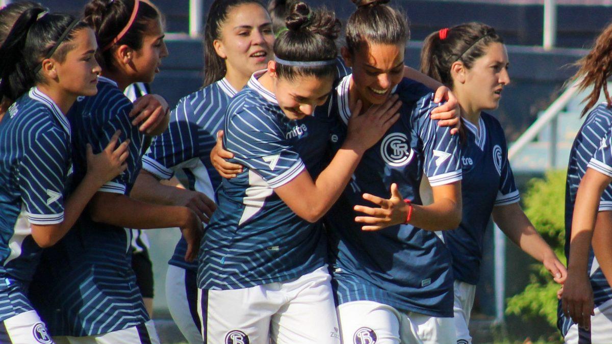 El festejo de las chicas de Independiente Rivadavia luego de ganarle a Gimnasia